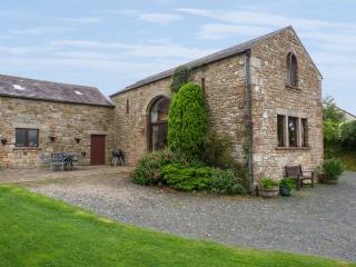 HADRIAN'S VIEW, detached barn conversion, open fire, dog-friendly, in Banks, near Brampton, Cumbria, Ref. 26628 - Brampton vacation rentals