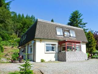 THE WEE LOCAL, cosy cottage annexe, woodburner, off road parking, garden, in Tarbet, Ref 27081 - Balmaha vacation rentals