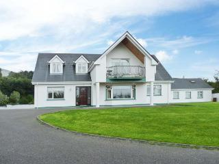 17 ST MICHAEL'S CRESCENT, detached, off road parking, enclosed garden, in Glenbeigh, Ref 28477 - Dingle vacation rentals