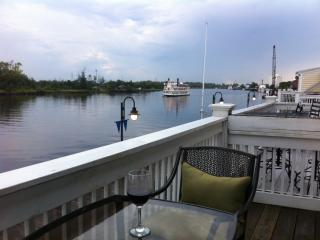 riverfront condo in historic downtown wilmington - Wilmington vacation rentals