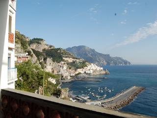 Mare azzurro in Amalfi - Amalfi vacation rentals