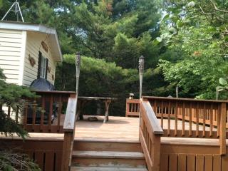 Nice Cottage with Deck and Alarm Clock - Mountain vacation rentals