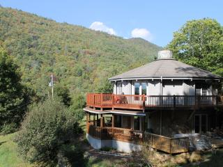 Perfect House with Deck and Internet Access - Green Mountain vacation rentals