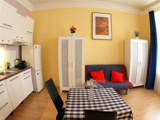 2-ROOM PRAGUE CENTER ROMANTIC WI-FI - Prague vacation rentals