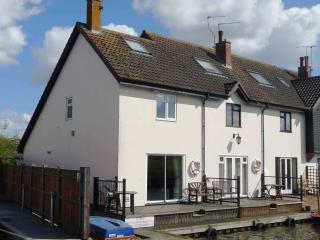 Kingfisher Lure Two bedroom holiday cottage in Wroxham, Norfolk - Wroxham vacation rentals