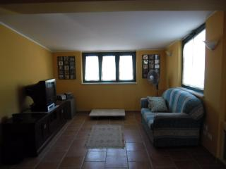 Adorable 2 bedroom Roccella Ionica House with A/C - Roccella Ionica vacation rentals