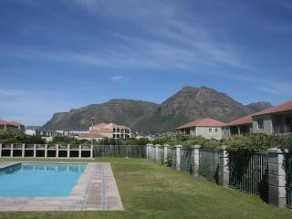 Elegant Apartment, Muizenberg - 5mins to the beach - Cape Town vacation rentals