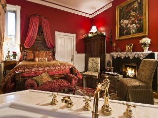 Luxury Victorian Townhome Sleeps 2-13 - Savannah vacation rentals