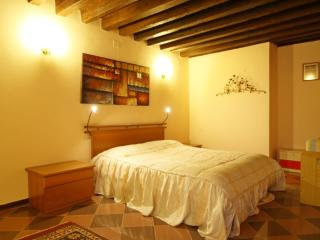 Apartment for 4 people near train station S. Lucia - Venice vacation rentals