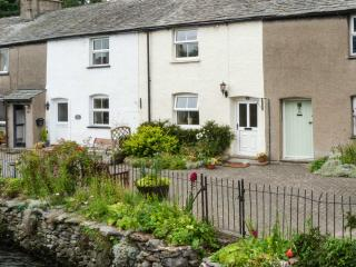 LAVENDER COTTAGE, pretty terraced cottage, romantic retreat, close to village amenities in Cark, Ref 27327 - Cark vacation rentals