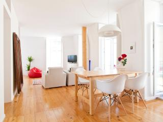 Beautiful Condo with Internet Access and A/C - Lisbon vacation rentals