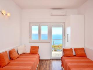 Pikolo Apartments - Orange apartment - Omis vacation rentals