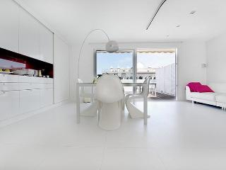 B122 COSY PENTHOUSE LOFT - Barcelona vacation rentals
