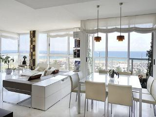 B335 FRONT BEACH LUXURY APARTMENT - Barcelona vacation rentals