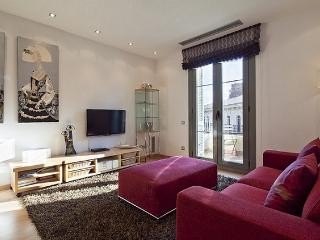 B347 THE GOLDEN NEIGHBORHOOD - Barcelona vacation rentals