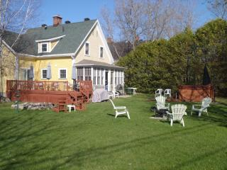 Beautiful 4 bedroom Magog House with Deck - Magog vacation rentals