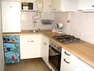 Cozy Condo with Internet Access and Satellite Or Cable TV - Budapest vacation rentals