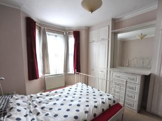 2 Bedroom East End Garden Apartment London - London vacation rentals