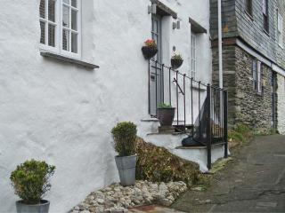 17 THE CLIFF, woodburner, wet room, sea views in Mevagissey, Ref. 26244 - Mevagissey vacation rentals