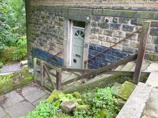 16 PROSPECT TERRACE romantic retreat, close to town's amenities in Hebden Bridge Ref 27867 - Hebden Bridge vacation rentals