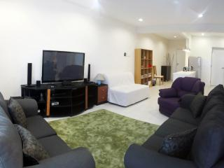 Ideal for Business/Family travelers - Petaling Jaya vacation rentals