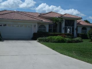 Villa Artana Cape Coral 4 / 2 ,Waterfront Pool etc - Cape Coral vacation rentals