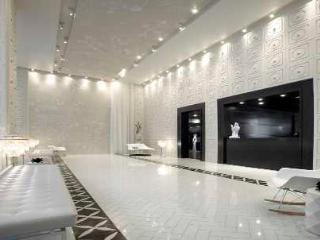 Book A 5 Star Luxury Condo 2br/2ba/wiFi/Parking~Heart of Downtown Toronto - Toronto vacation rentals