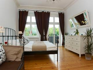 Mauerpark View Apartment, 2 bedroom, Metro 300m - Berlin vacation rentals