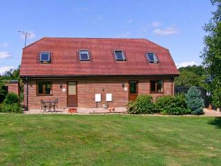 FOXHOLE, en-suite, romantic cottage, easy reach of New Forest, near Alderholt Ref. 15424 - Alderholt vacation rentals