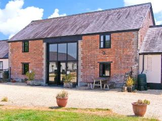 THE BARN, Victorian barn conversion, character features, en-suite bedrooms, dog-friendly, near Shaftesbury, Ref. 26856 - Shaftesbury vacation rentals