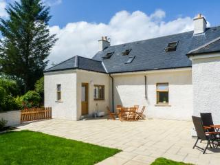 GLED COTTAGE luxury property, woodburner, en-suite facilities, enclosed lawned garden, in Creetown, Ref 28063 - Creetown vacation rentals