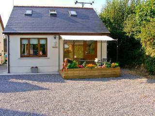 CWTCH, WiFi, two en-suites, patio, delightful holiday cottage close to Kilgetty, Ref. 28641 - Kilgetty vacation rentals