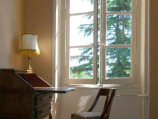 Cozy desk area with great light. - Park View Suite: 1 BR Apt at Chateau des Sablons - Bourgueil - rentals