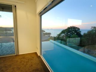 Nice 3 bedroom Airlie Beach House with Deck - Airlie Beach vacation rentals