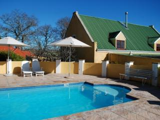 Cozy Cottage with Deck and A/C - Stellenbosch vacation rentals