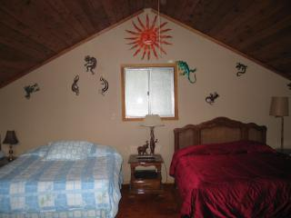 Cozy Cabin with Deck and A/C in Rathdrum - Rathdrum vacation rentals