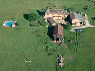 Spacious 5 bedroom House in Sainte-Foy-de-Belves with Internet Access - Sainte-Foy-de-Belves vacation rentals