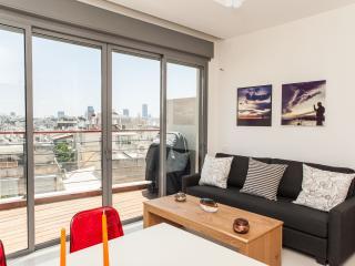 Stunning View Of City Skyline Deck! - Tel Aviv vacation rentals