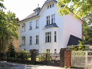 LLAG Luxury Vacation Apartment in Berlin-Dahlem - bright, quiet, natural (# 4244) - Dahlem vacation rentals