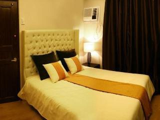 2.5 Bedrooms front of ocean, yacht club - Manila vacation rentals