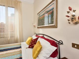 Apartment with WIFI near S.Peter and squares Spagna and  Navona - Rome vacation rentals