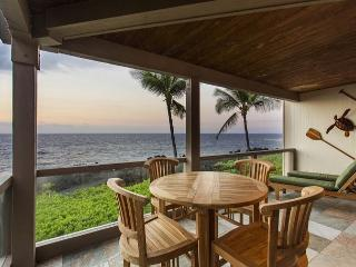 Exquisite Ocean Front 2 Bedroom, 2 Bathroom at Surf & Racquet 1206-SR 1206 - Kailua-Kona vacation rentals