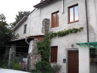 Tuscan holiday home for rental set in beautiful bagni di Lucca, sleeps 4 - Bagni Di Lucca vacation rentals