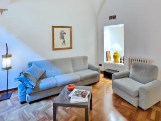 Comfortable Apartment in Rome with Satellite Or Cable TV, sleeps 4 - Rome vacation rentals
