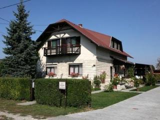 Fazekas Vendégház  Lipót - Lipot vacation rentals