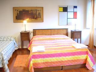 Beautiful and comfortable apartment of 95 mt. Florence Center for 6 people - Italy vacation rentals