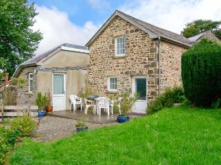 LLETY'R WENNOL, pet-friendly, peaceful retreat, woodburner, in Ffarmers near Lampeter, Ref. 27088 - Ceredigion vacation rentals