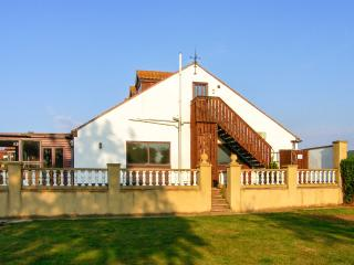 HARTSWOOD WEST, self-contained, pet-friendly with a swimming pool in Malton Ref 27419 - Malton vacation rentals