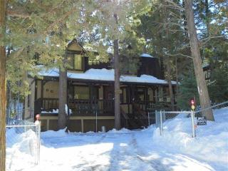 Bright 2 bedroom House in Big Bear City with Deck - Big Bear City vacation rentals
