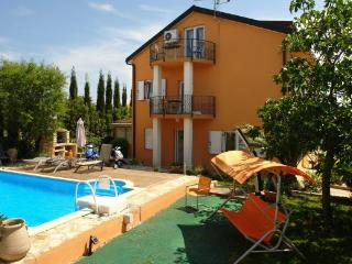 Apartment Ana (4+2) - Medulin vacation rentals